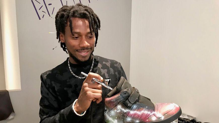 Dialy-Yves Bondima customise également les paires de chaussures