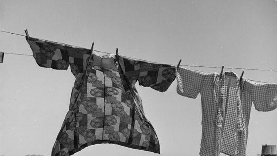 Jour de lessive, quarante-huit heures avant l'évacuation des personnes d'ascendance japonaise de ce village agricole du comté de Santa Clara, San Lorenzo, Californie 1942 Dorothea Lange