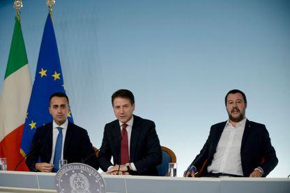 Le Premier ministre Giuseppe Conte, Luigi Di Maio, ministre du Développement économique, du Travail et des Politiques sociales et Matteo Salvini, ministre de l'Intérieur