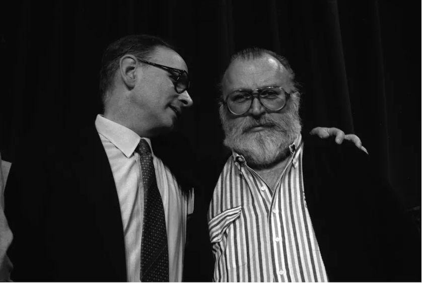 """Ennio Morricone et Sergio Leone en mai 1984, conférence de presse de """"Il était une fois en Amérique"""", film hors compétition - 37ème Festival de Cannes"""