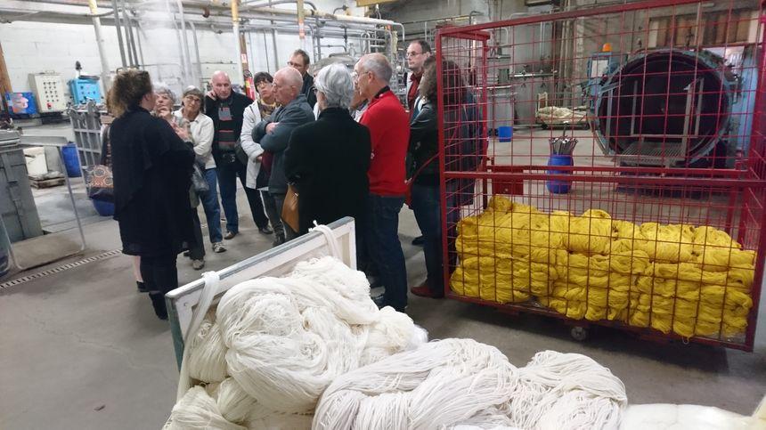 En une journée, près de 500 visiteurs ont parcouru les salles fumantes et bruyantes de la filature de Rougnat.