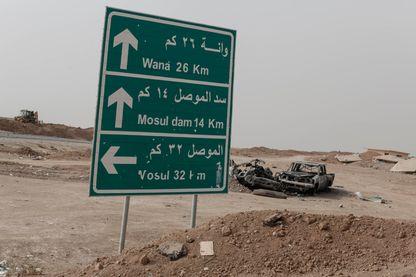 Les Français, isolés près de la frontière irakienne, doivent traverser toute la Syrie et ses zones de guerre contrôlées par différents régimes et ethnies.