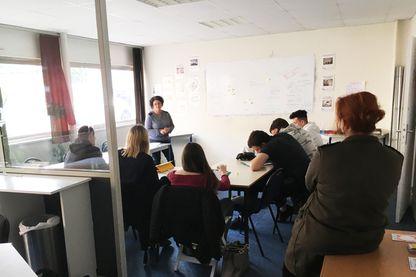 À la mission locale de l'Aigle-Mortagne dans l'Orne, les salariés demandent des éclaircissements et la garantie que le réseau ne sera ni fusionné, ni adossé à Pôle Emploi.