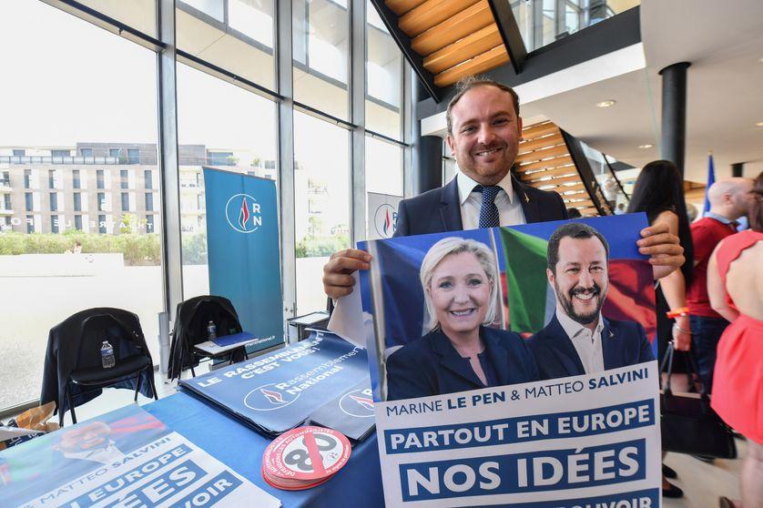Le député italien Flavio Di Muro au meeting du Rassemblement National à Fréjus en septembre 2018