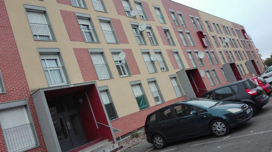 Les policiers sont intervenus dans un appartement au 1e étage de cet immeuble rue Flammarion, au Mans.