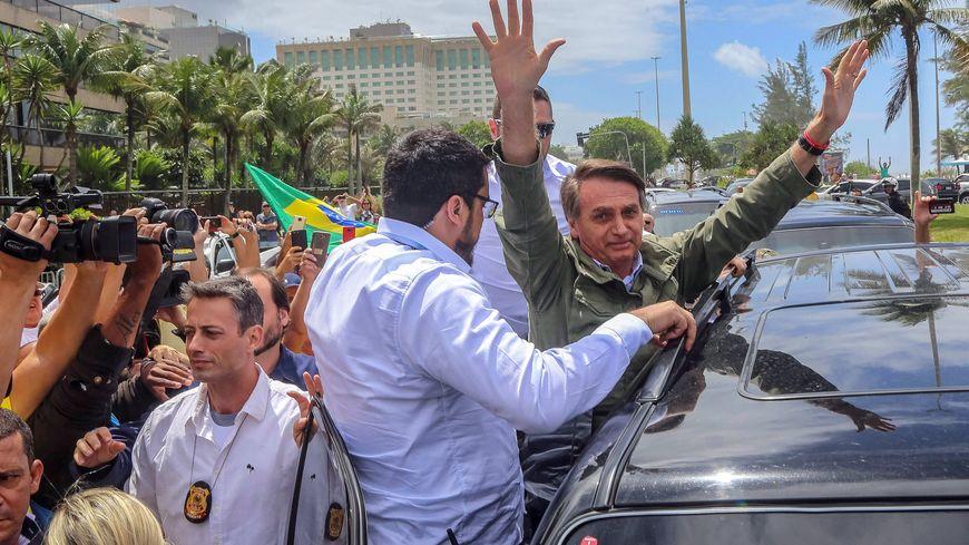 Jair Bolsonaro l'emporte avec près de 55% des voix, selon le dernier comptage, non officiel.