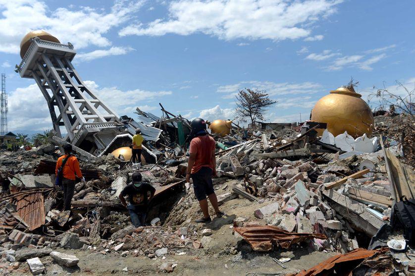 A Palu, en Indonésie, les recherchent s'arrêtent ce jeudi 11 octobre, deux semaines après le tsunami.