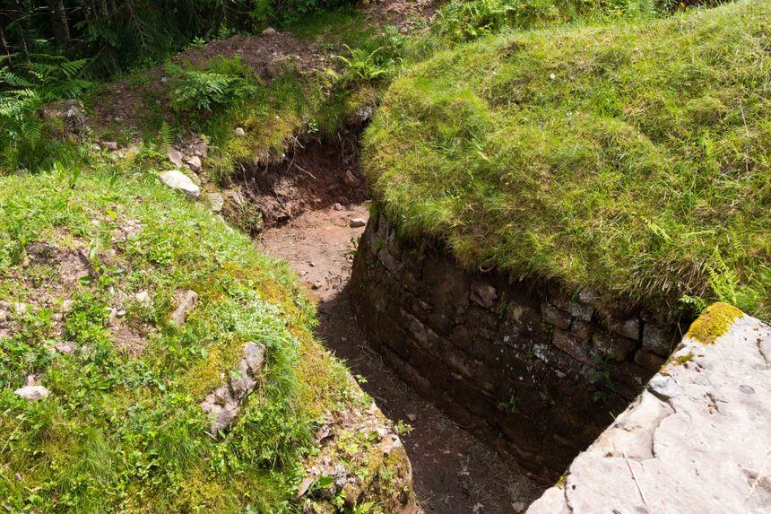 Les tranchées de la Grande Guerre toujours visibles au Col du Linge.