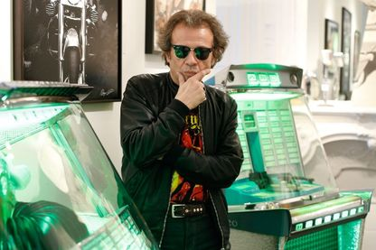 """Philippe Manoeuvre, journaliste et critique musical français, rédacteur en chef du magazine""""Rock & Folk"""" de 1993 à 2017"""