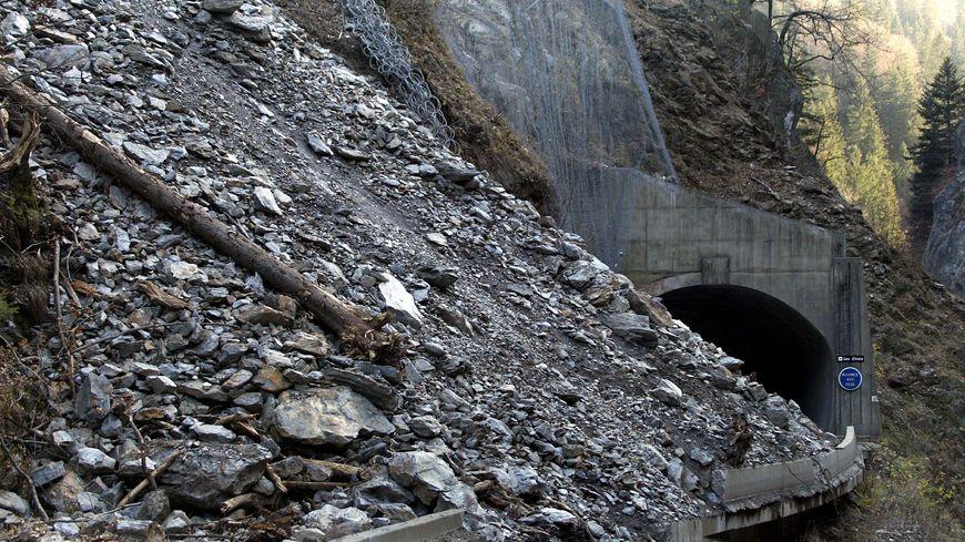 L'accès aux Gorges de l'Arly via la RD 1212 est totalement fermé à partir de ce lundi jusqu'aux vacances de Noël. Le département de la Savoie doit sécuriser cette route pour éviter des chutes de pierres. (image d'illustration)