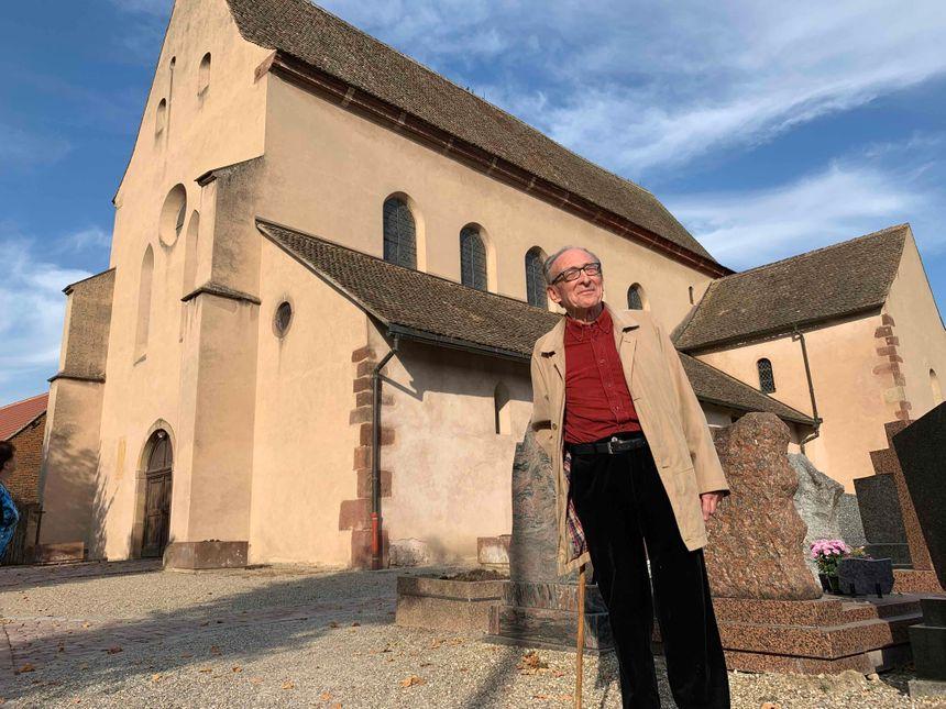 Eschau, Joseph Gross, historien, devant l'abbatiale