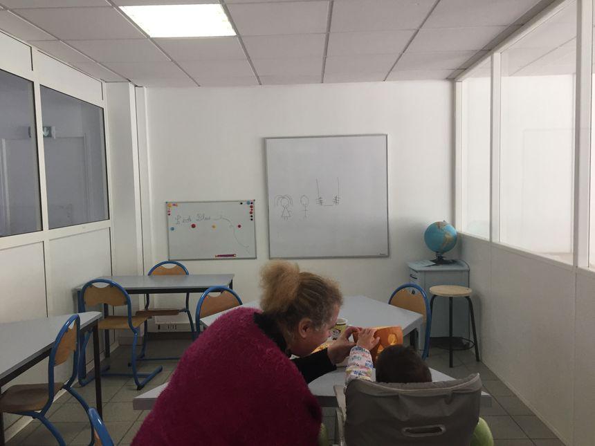 Une classe toute neuve et six-cents mètres carrés en tout totalement réaménagés grâce à des dizaines de bénévoles - Radio France