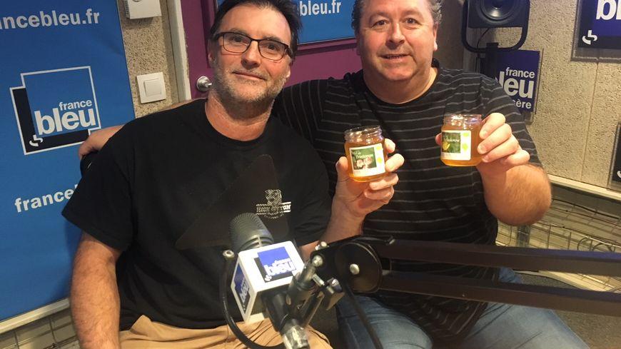 Yann Bresson (apiculteur à Lancey) et Philippe Barberet (Hôtel de France à la Côte St André)