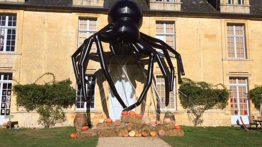 Une araignée géante avait été installé l'année dernière devant le château de Sauveboeuf à Aubas.