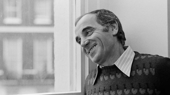 Charles Aznavour, à Londres, en 1974.