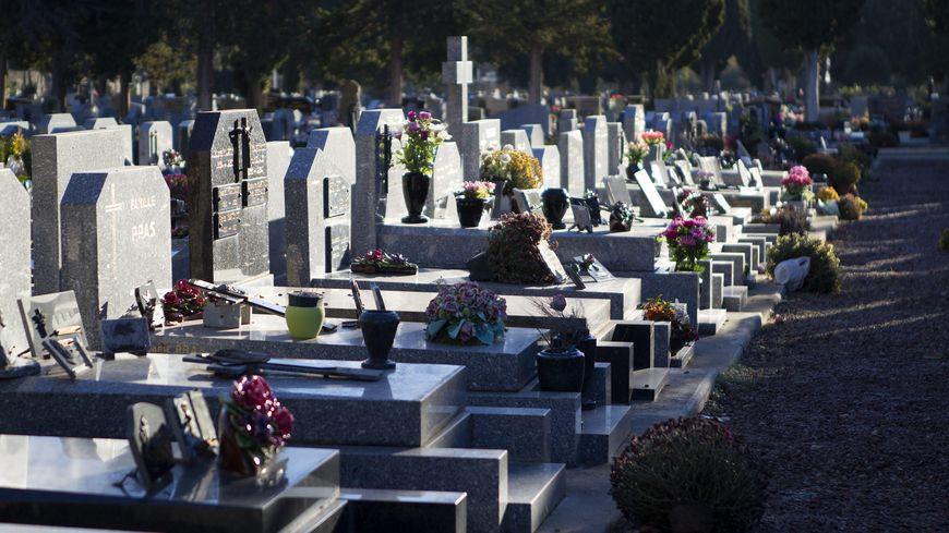 Un couple de retraités a volé des dizaines d'objets funéraires au cimetière de La Chapelles-sur-Erdre - Illustration
