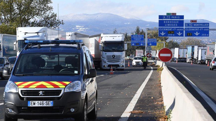 Après plusieurs heures de blocage, la circulation a repris sur l'A89 entre le Puy-de-Dôme et le Rhône.