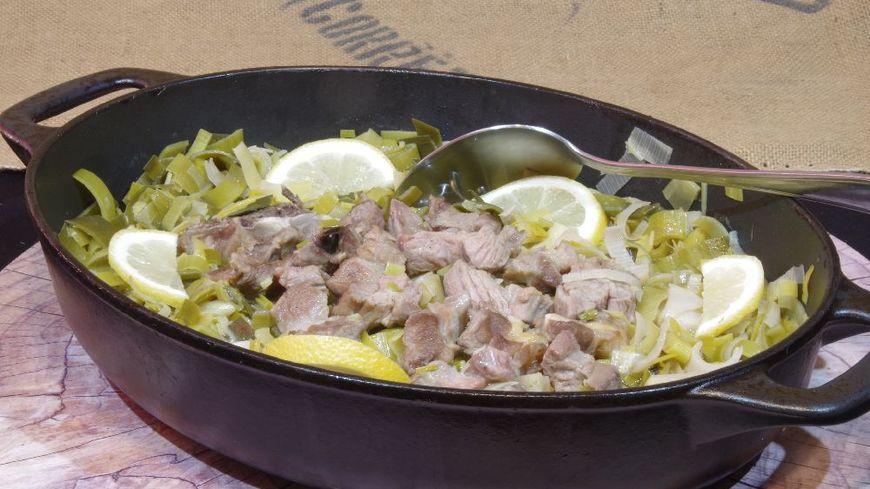 Agneau et fondue de poireau au vin blanc