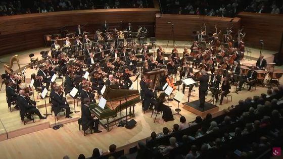 L'Orchestre Philharmonique de Radio France, dirigé par Ingo Metzmacher, joue la Symphonie n° 2 « Le Double » de Dutilleux
