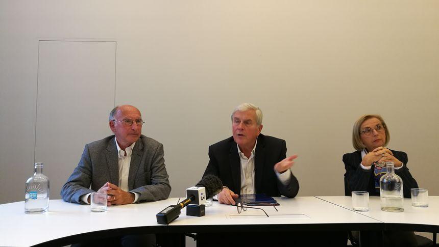 La conférence de presse de Michel Veunac, à ses cotés Guy Lafite et Jocelyne Castaignède