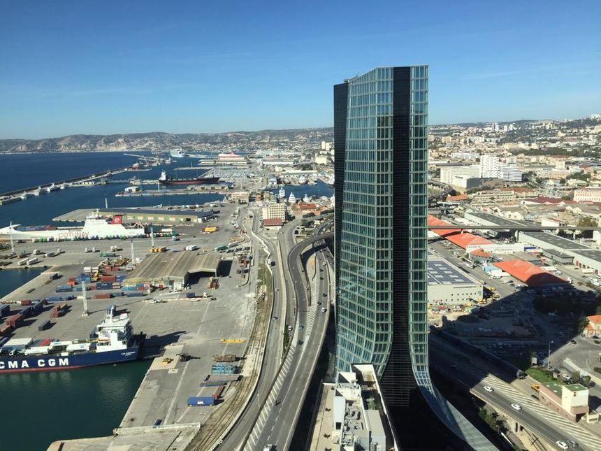 La Marseillaise a été bâtie face à la Tour CMA CGM qui reste la plus haute de Marseille.