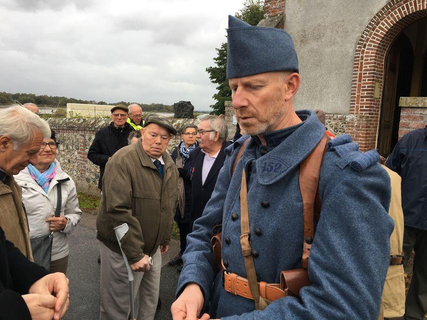 Il a reproduit à l'identique une tenue de soldat de 1916