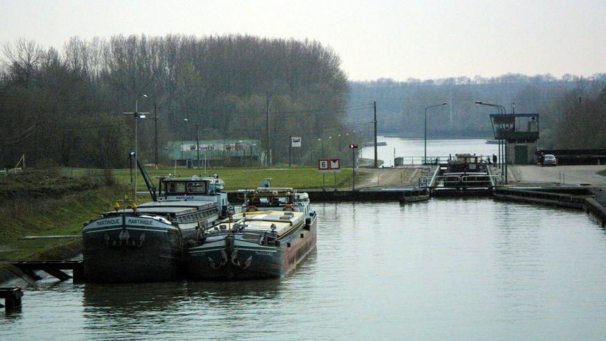 Deux péniches sont entrées en collision ce vendredi soir à Éterpigny, près de Péronne (illustration)