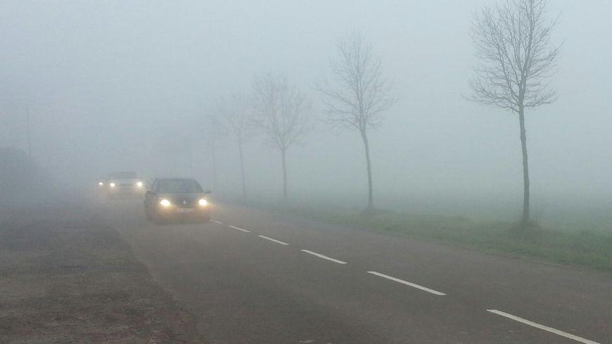 L'épais brouillard pourrait être à l'origine de deux accidents mortels ce jeudi matin dans le Calvados et l'Orne
