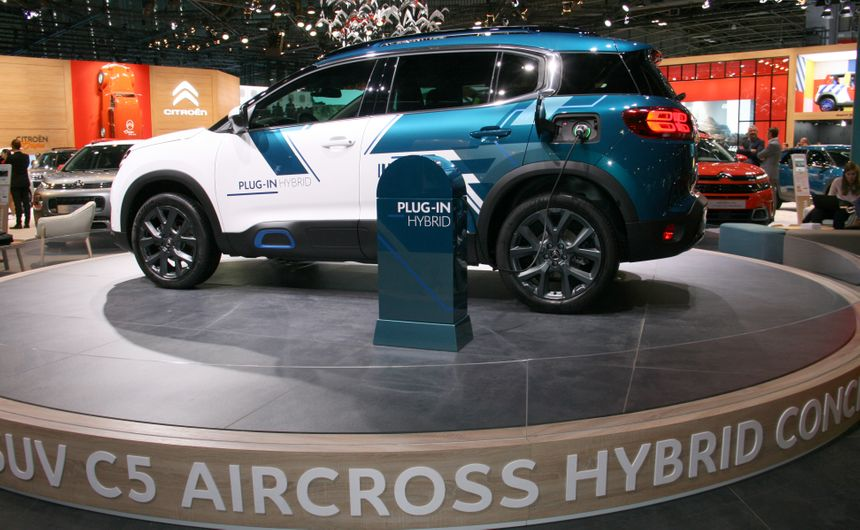 SUV Citroen C5 aircross hybrid concept.