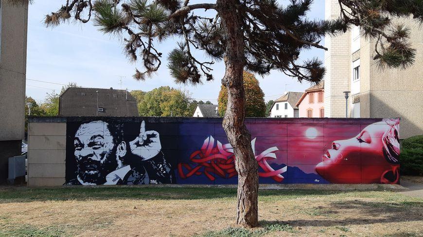 Cette fresque est située derrière un garage dans le quartier de la filature à Sélestat.