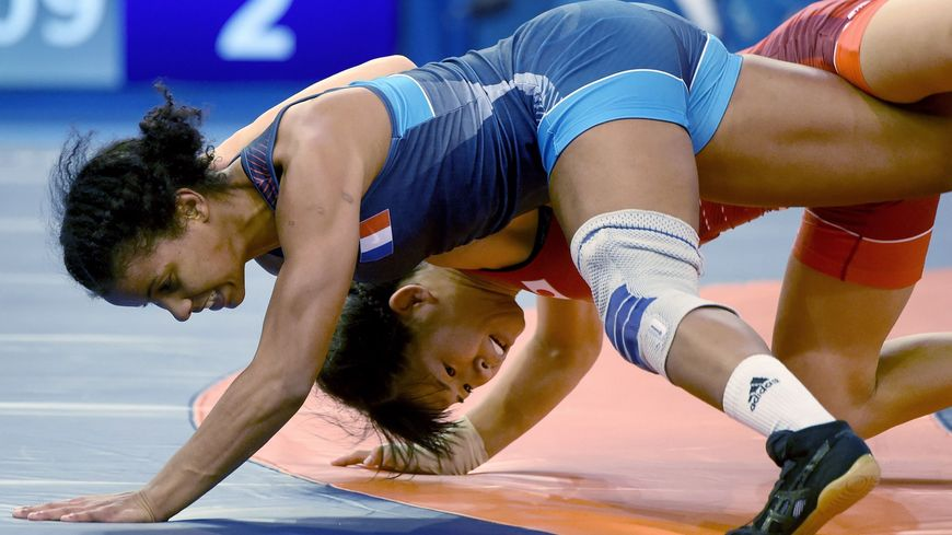 Hilary Honorine (en bleu) qui a perdu contre la japonaise Okuno mais peut encore accrocher une médaille de bronze