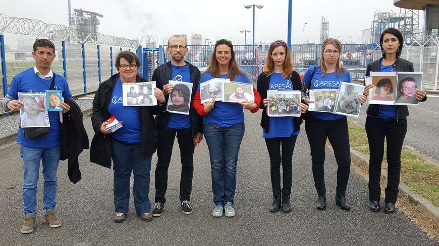 Des membres de l'Apesac étaient présents devant l'usine Sanofi de Mourenx, mardi 16 octobre.