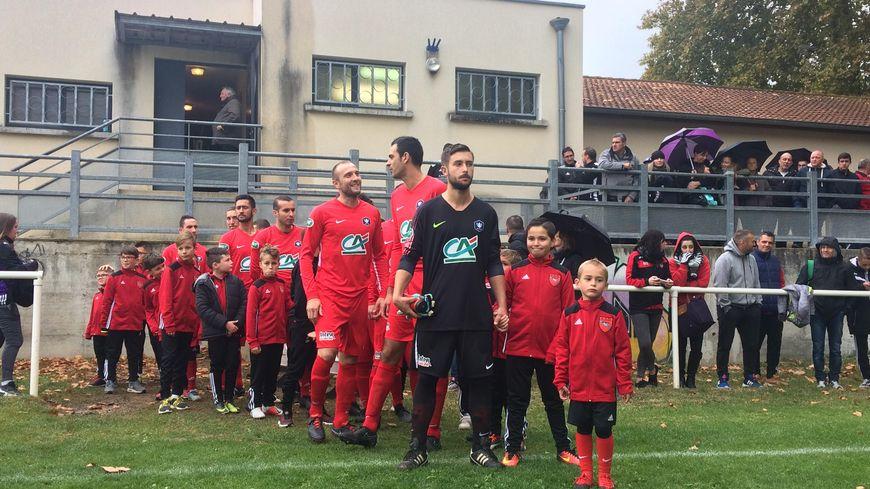 L'AS Saint-Donat a perdu 2-1 face au FC Annecy. Quatre divisions séparent les deux clubs.