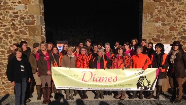 Les 26 femmes membres des Dianes Chasseresses lors de la battue le 21 octobre dernier