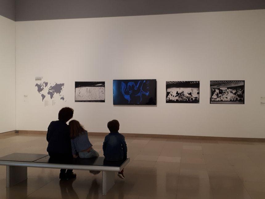 La première salle de l'exposition est consacrée à Guernica.