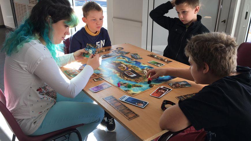 Après-midi jeux de société à Dun-le-Palestel
