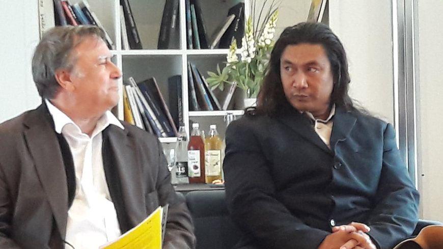 Bernard Macret (à gauche) a accueilli Ti namo (à droite) le roi de l'île Tikopia