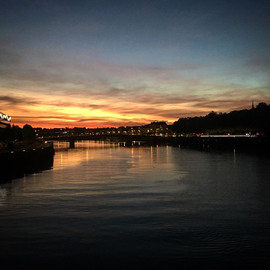 Le coucher de soleil au-dessus de la Loire ce lundi soir