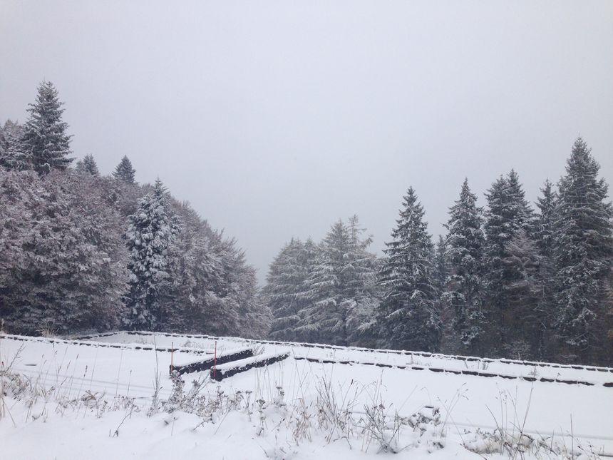 Le parking au départ du chemin des Muletiers recouvert de neige!