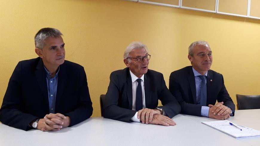 """""""Une réunion plutôt positive"""", d'après Jacky Bidot (au centre), président de la communauté de communes Coutances Mer et Bocages"""