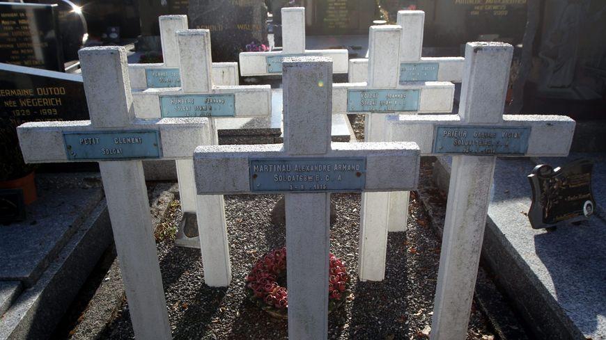 Les tombes des fusillés de Husseren-Wesserling.