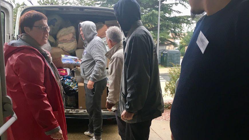 Christelle Goineau et trois autres bénévoles ont amené deux camionnettes pleines de vivres et de produits de première nécessité à Trèbes.