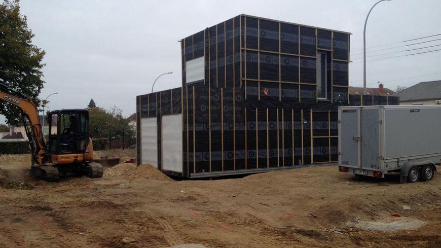 La première maison container a été posée en quelques heures à peine