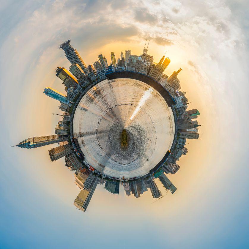 Globe terrestre recouvert d'infrastructures