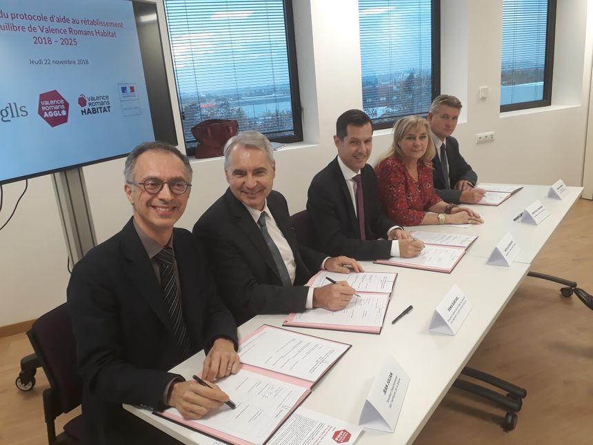 Signature du plan d'aide au rétablissement de l'équilibre de Valence Romans Habitat