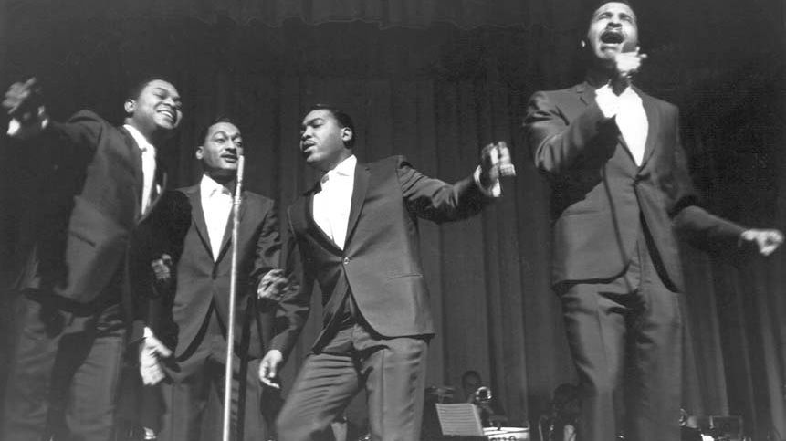 Le groupe vocal R & B 'The Four Tops' sur la scène du théâtre Apollo à New York, en 1964. Ronaldo 'Obie' Benson, Abdul 'Duke' Fakir, Lawrence Payton, Levi Stubbs.