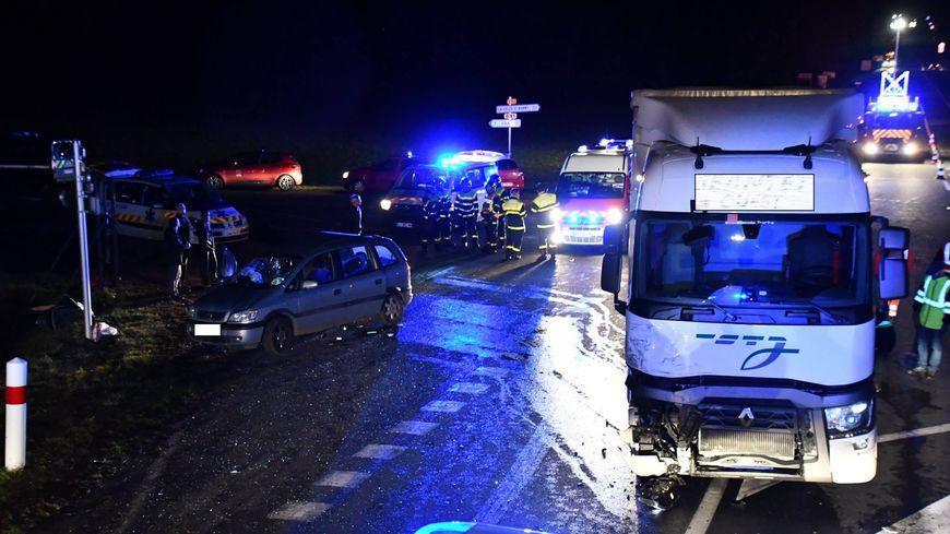 L'accident s'est produit vers 20h30, à l'intersection entre la départementale 910 et la départementale 91