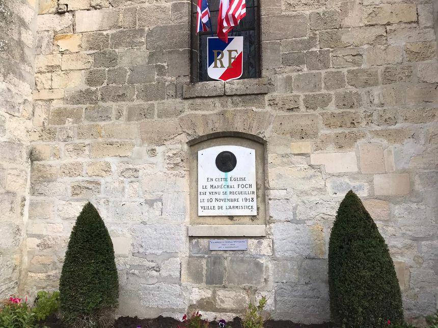 Le Maréchal Foch s'était recueilli dans cette église à la veille de l'armistice.