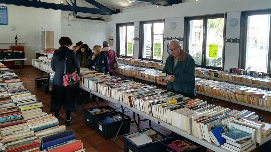 Le salon du livre d'occasion et du disque vinyle est organisé deux fois dans l'année : aux vacances de Pâques et de la Toussaint