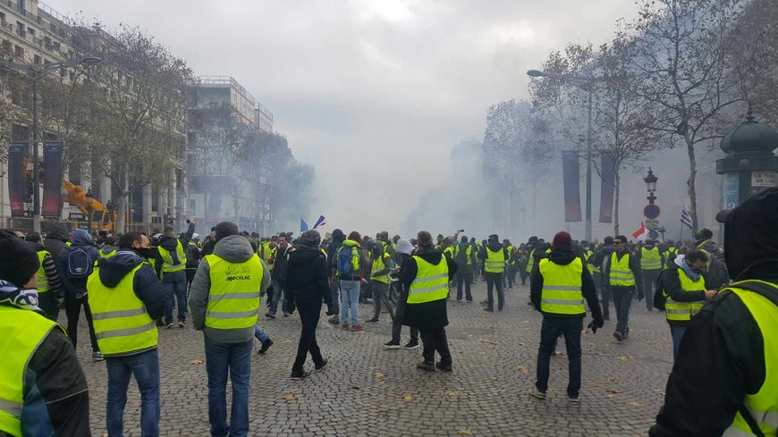 t moignage un gilet jaune p rigourdin raconte la manifestation sur les champs lys es paris. Black Bedroom Furniture Sets. Home Design Ideas